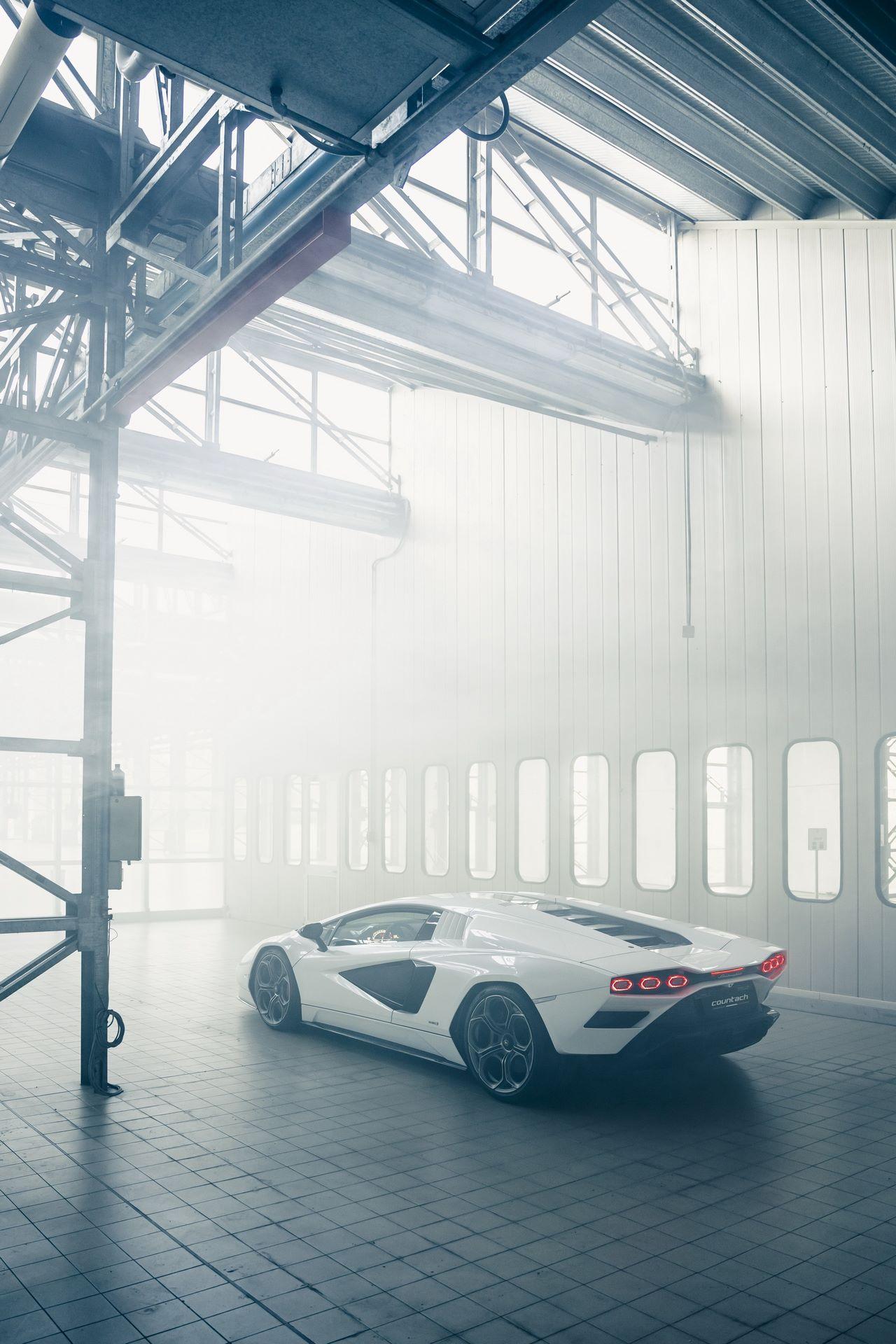 Lamborghini-Countach-LPI-800-4-63