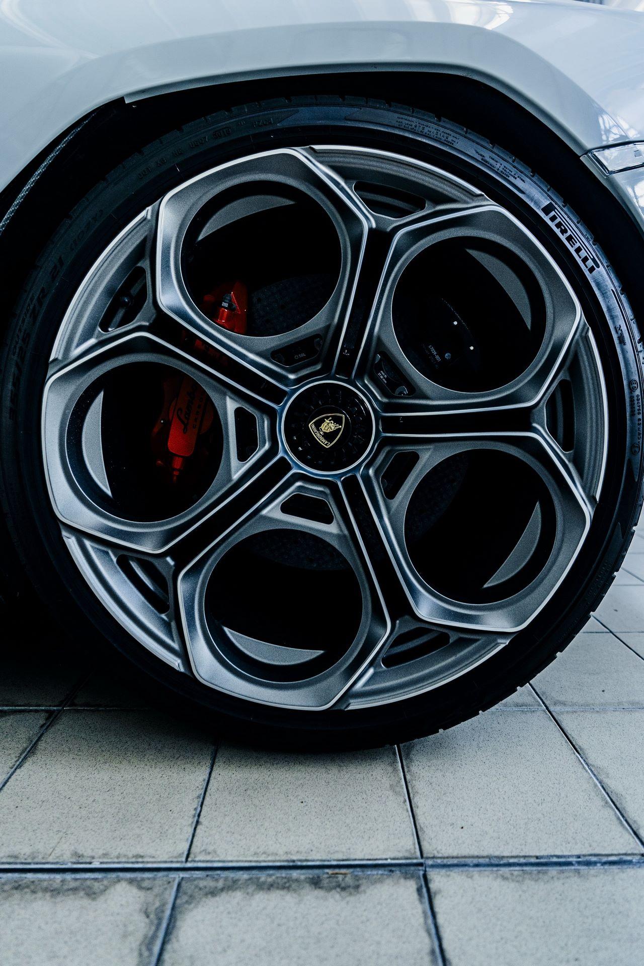 Lamborghini-Countach-LPI-800-4-68