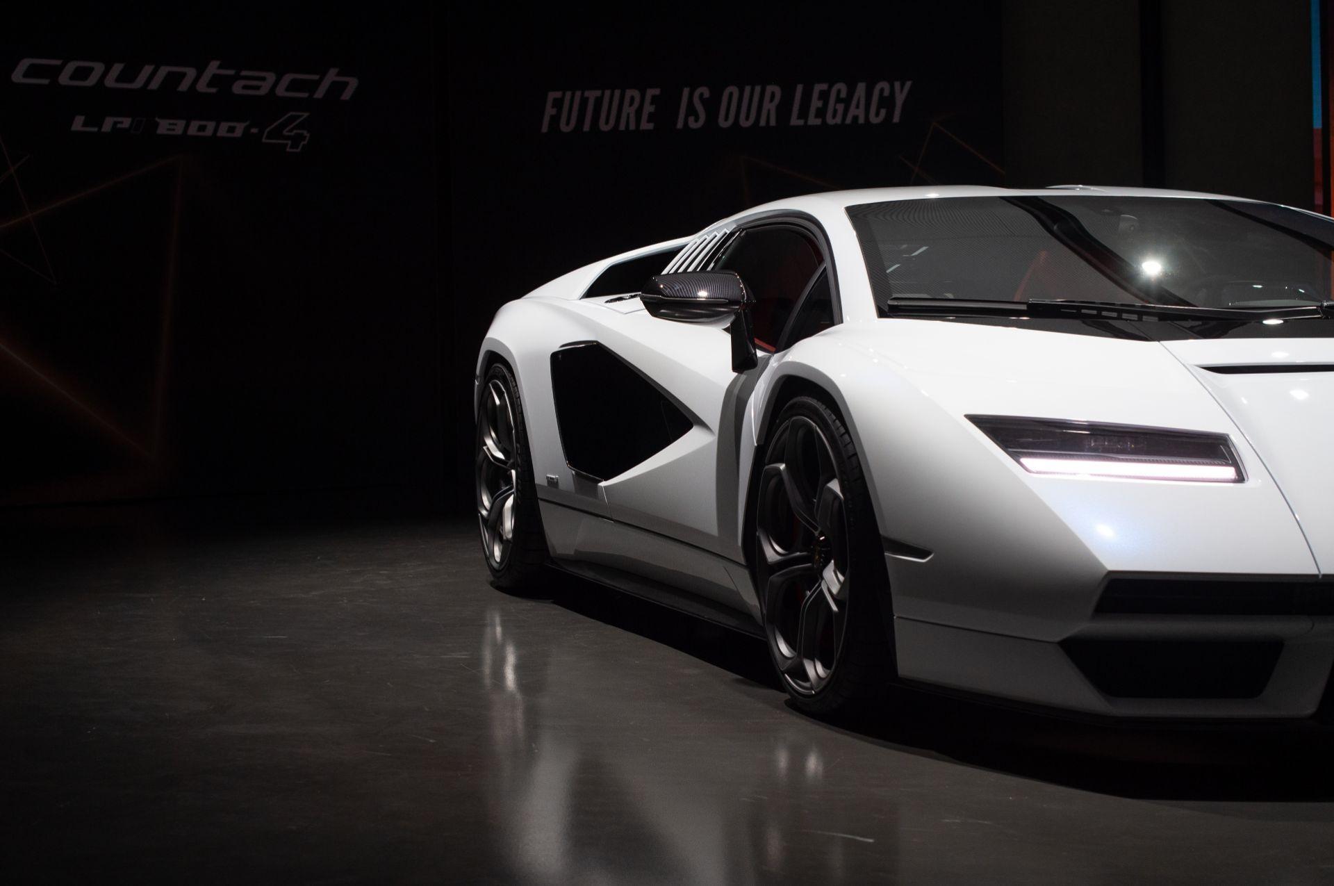 Lamborghini-Countach-LPI-800-4-7