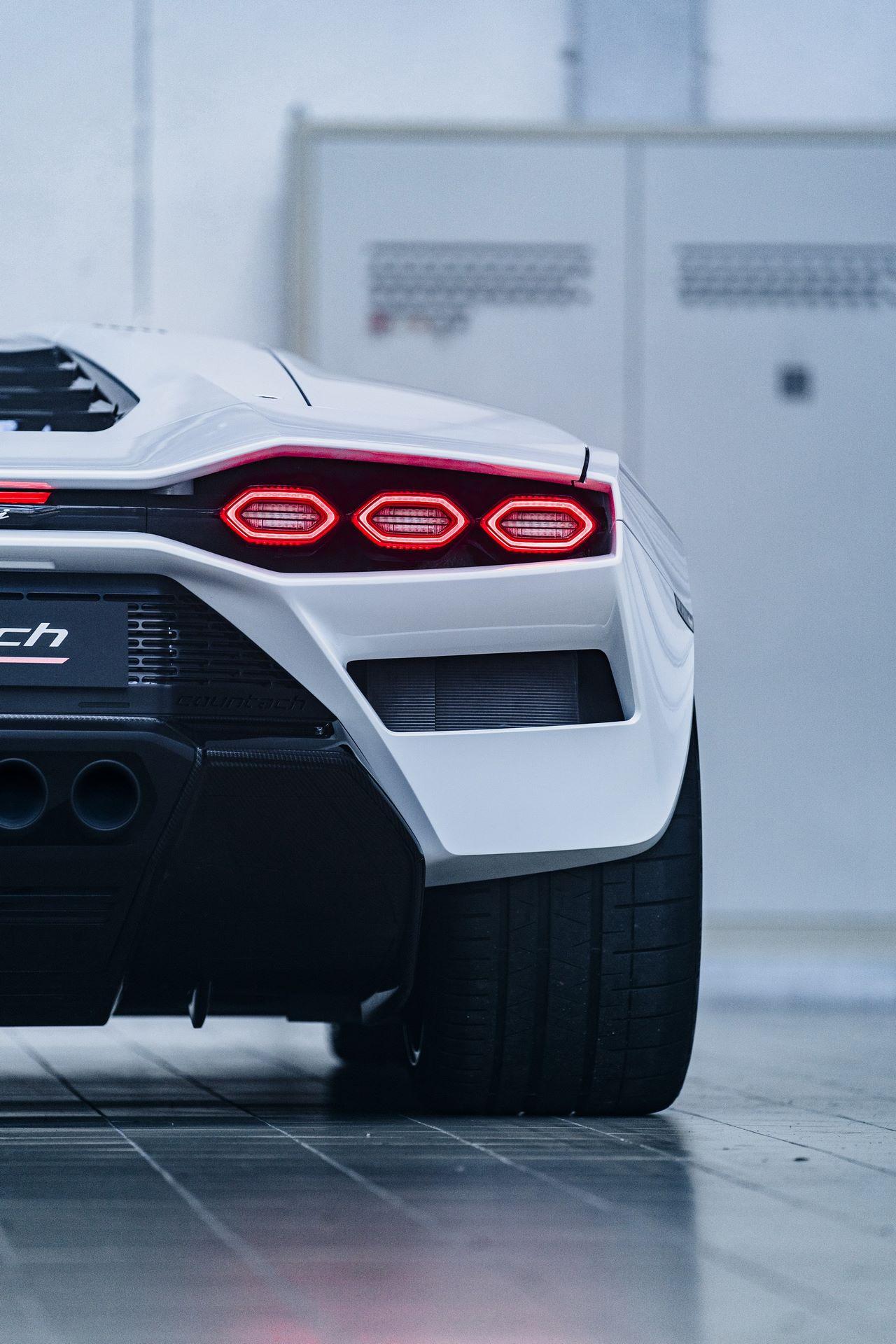Lamborghini-Countach-LPI-800-4-74