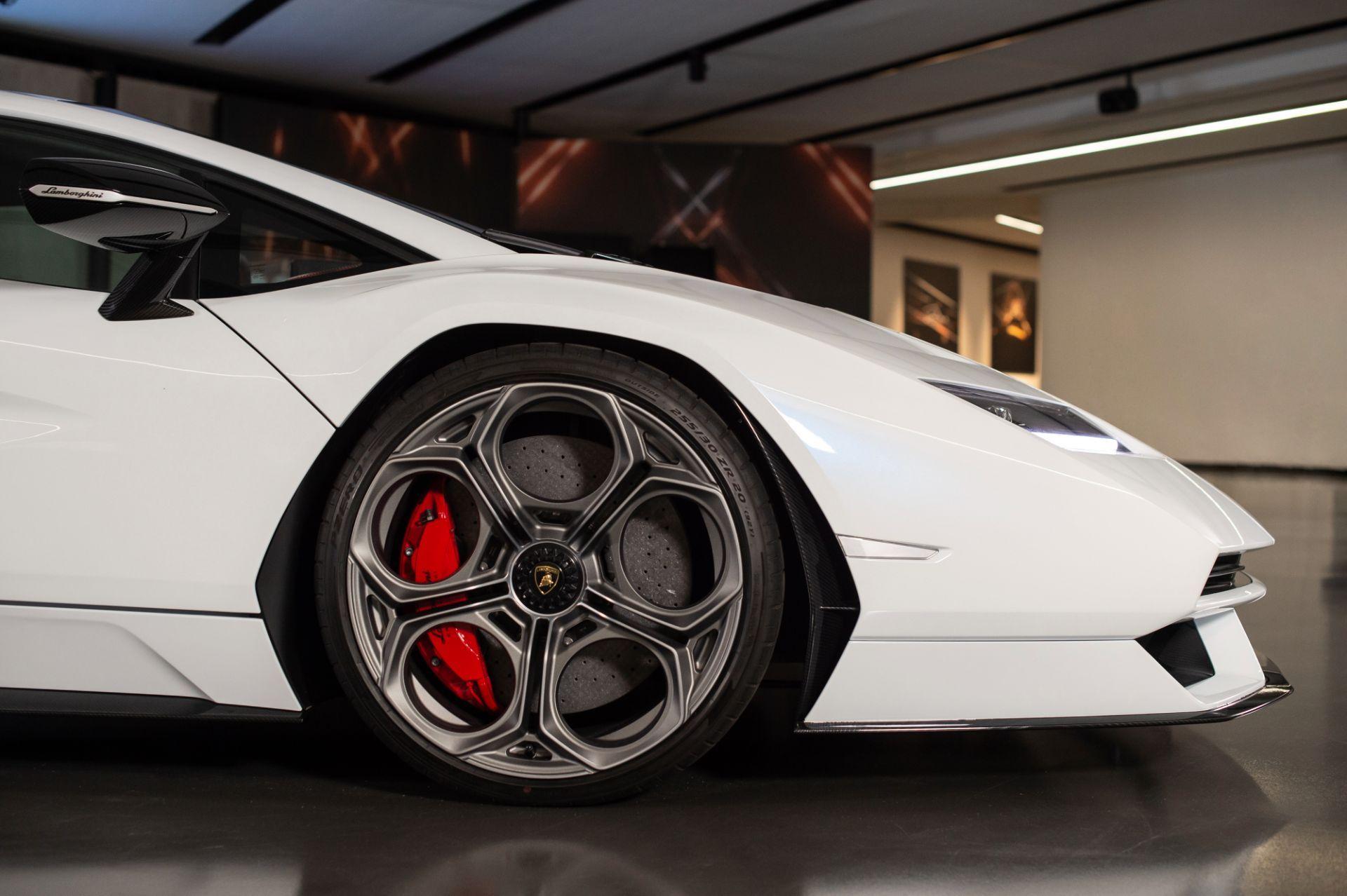 Lamborghini-Countach-LPI-800-4-8