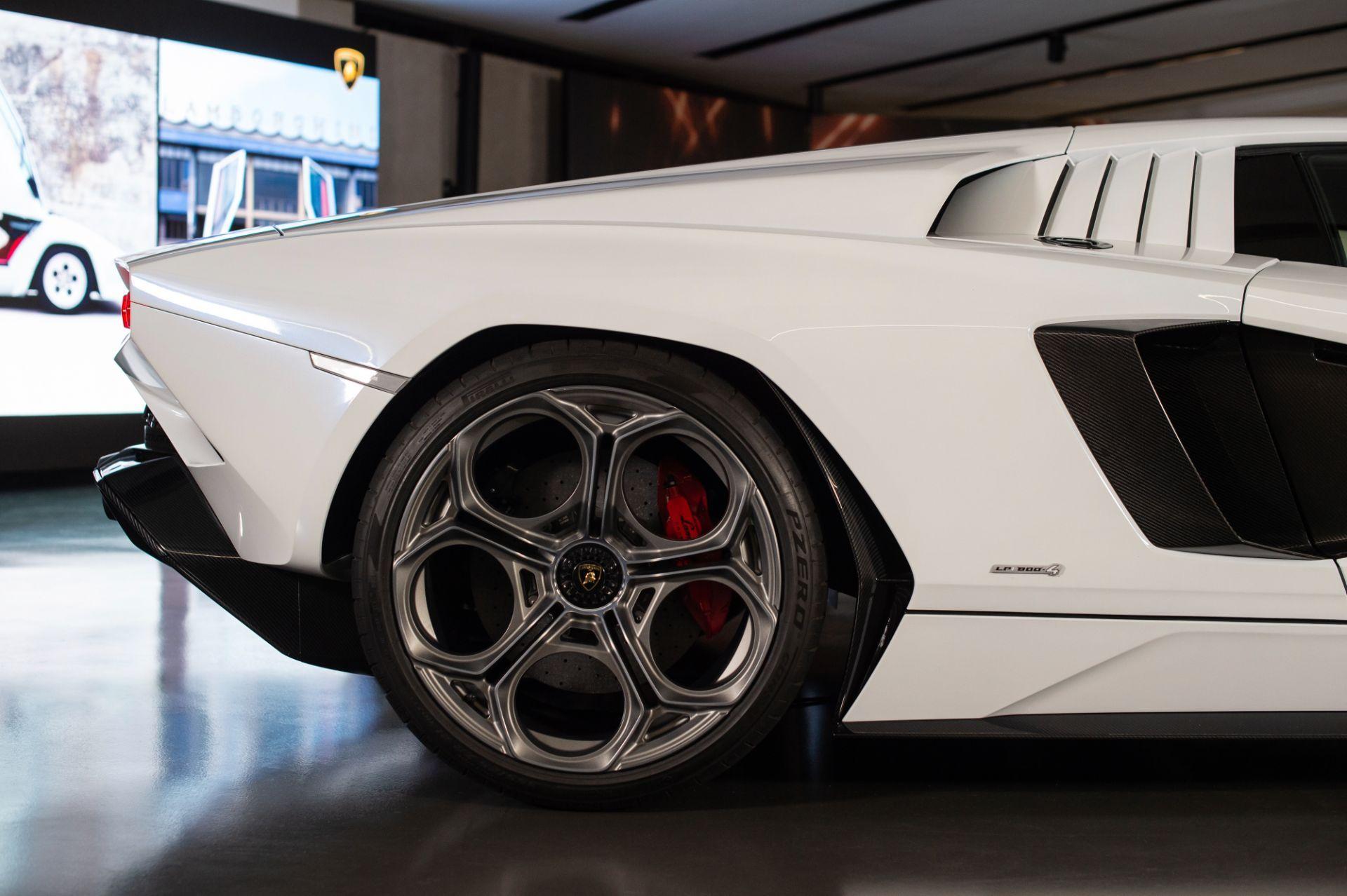 Lamborghini-Countach-LPI-800-4-9