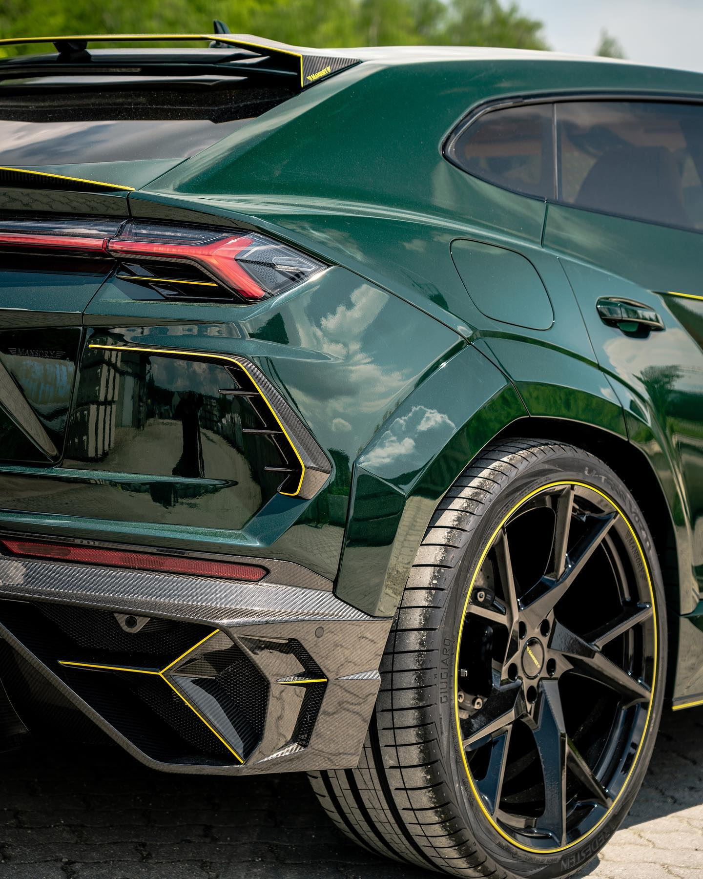 Lamborghini-Urus-Mansory-yellow-7