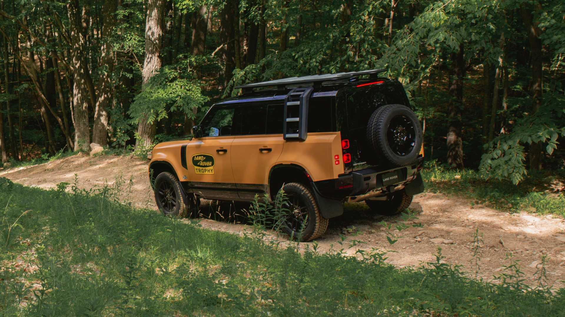 Land-Rover-Defender-Trophy-Edition-10