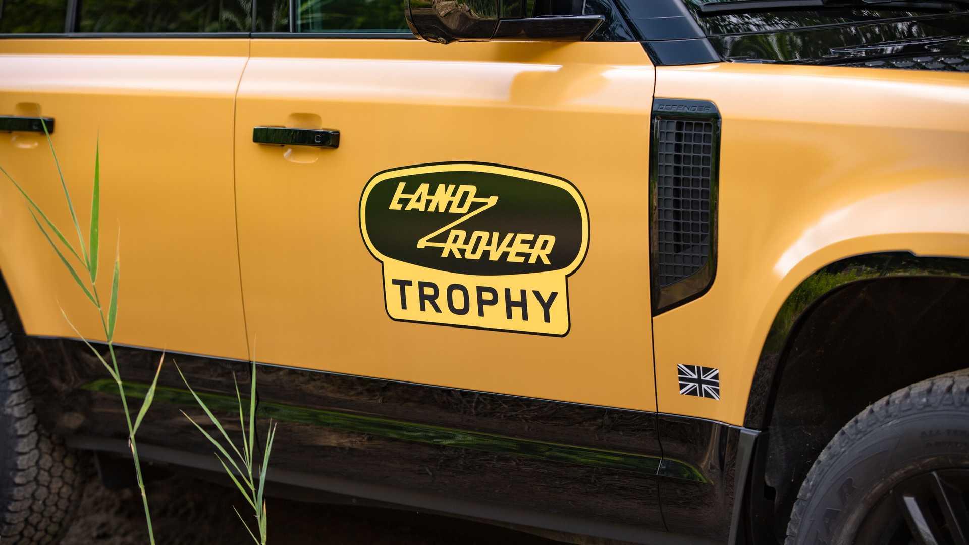Land-Rover-Defender-Trophy-Edition-3