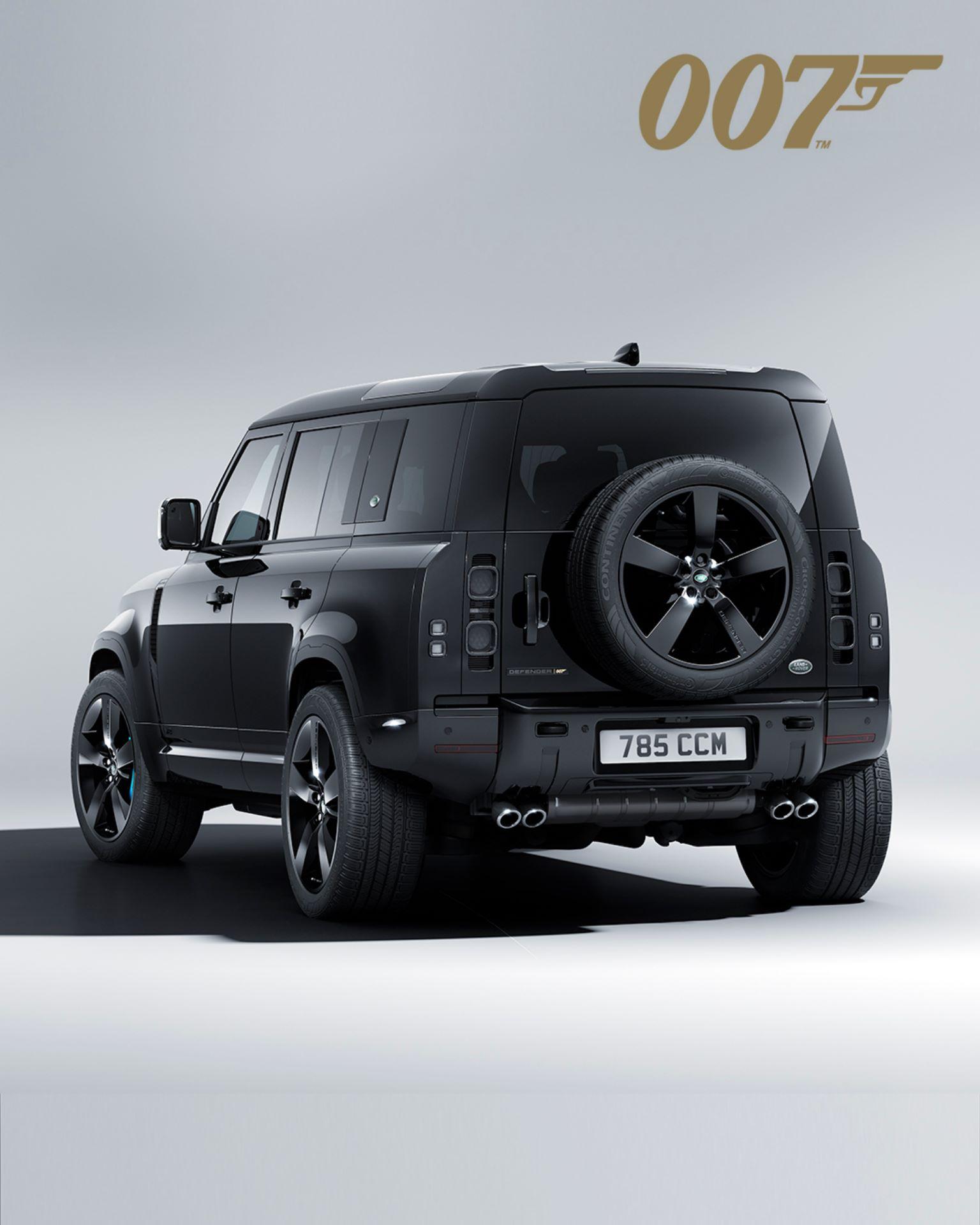 Land-Rover-Defender-V8-Bond-Edition-12