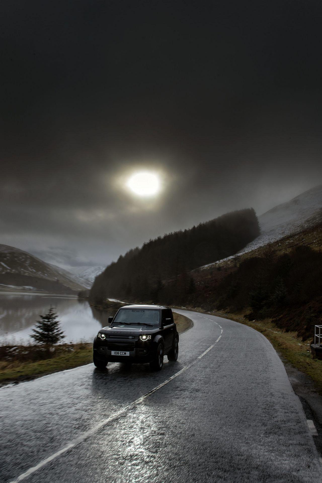 Land-Rover-Defender-V8-50