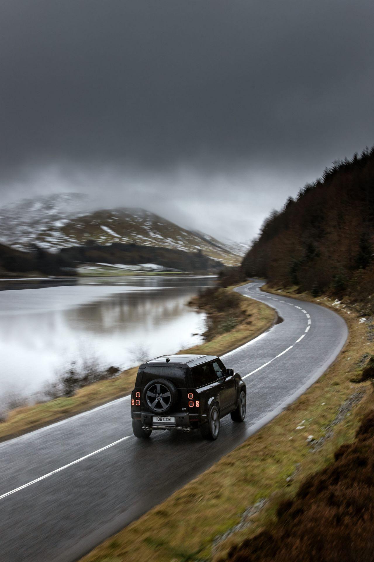Land-Rover-Defender-V8-51