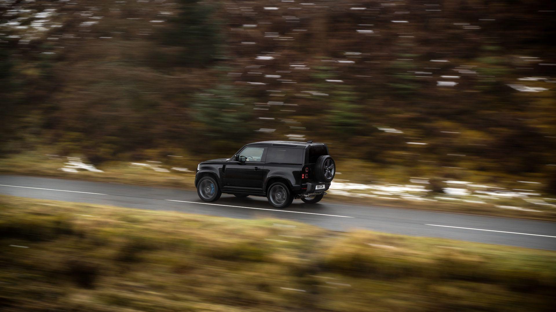 Land-Rover-Defender-V8-52