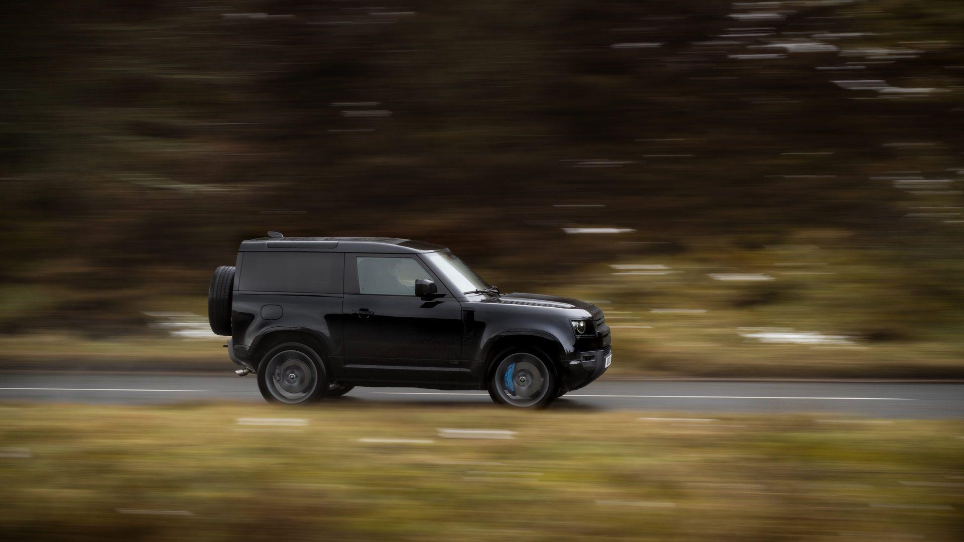 Land-Rover-Defender-V8-53