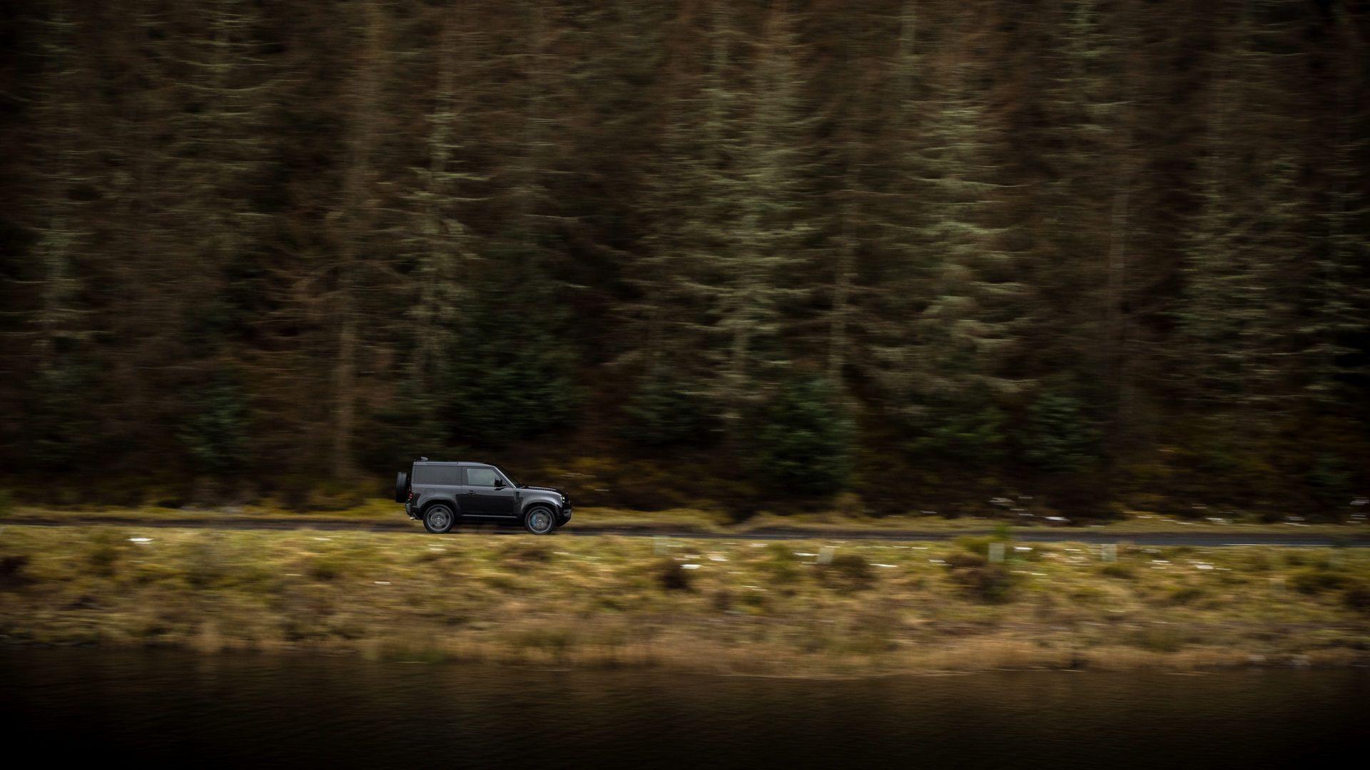 Land-Rover-Defender-V8-54