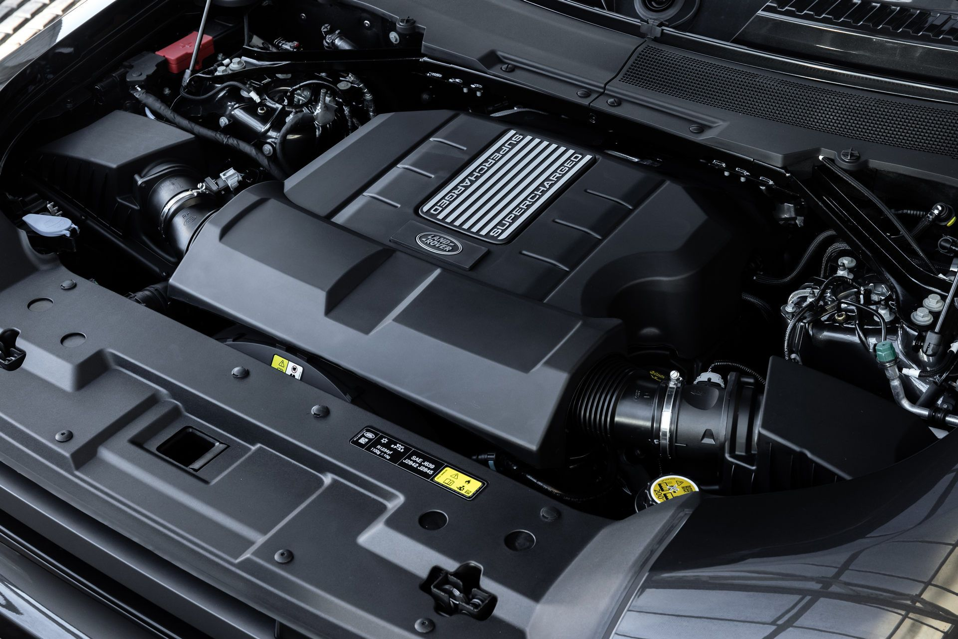 Land-Rover-Defender-V8-64