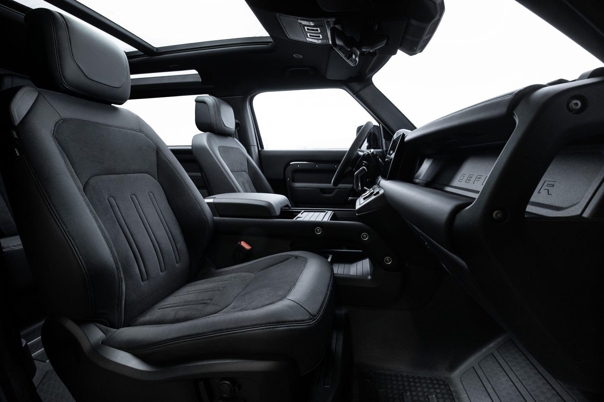 Land-Rover-Defender-V8-70