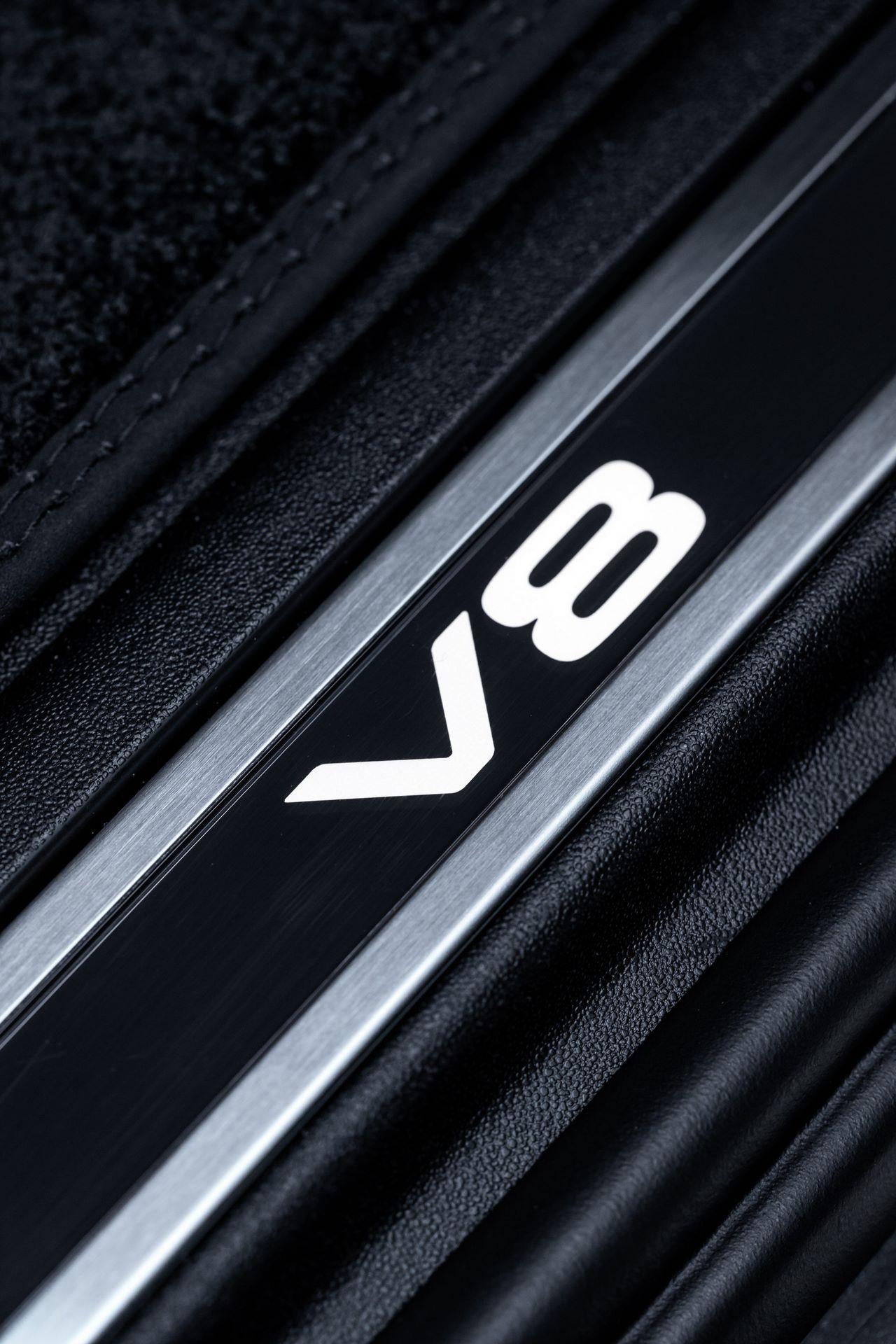 Land-Rover-Defender-V8-73