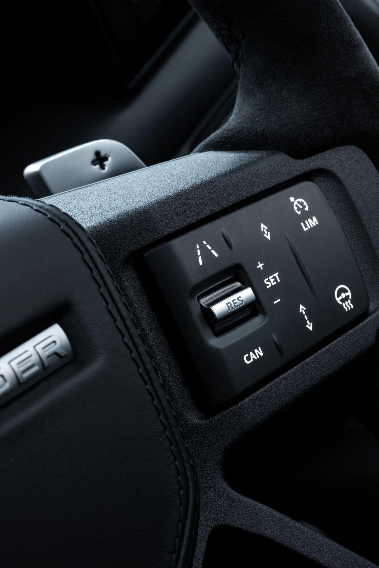 Land-Rover-Defender-V8-78