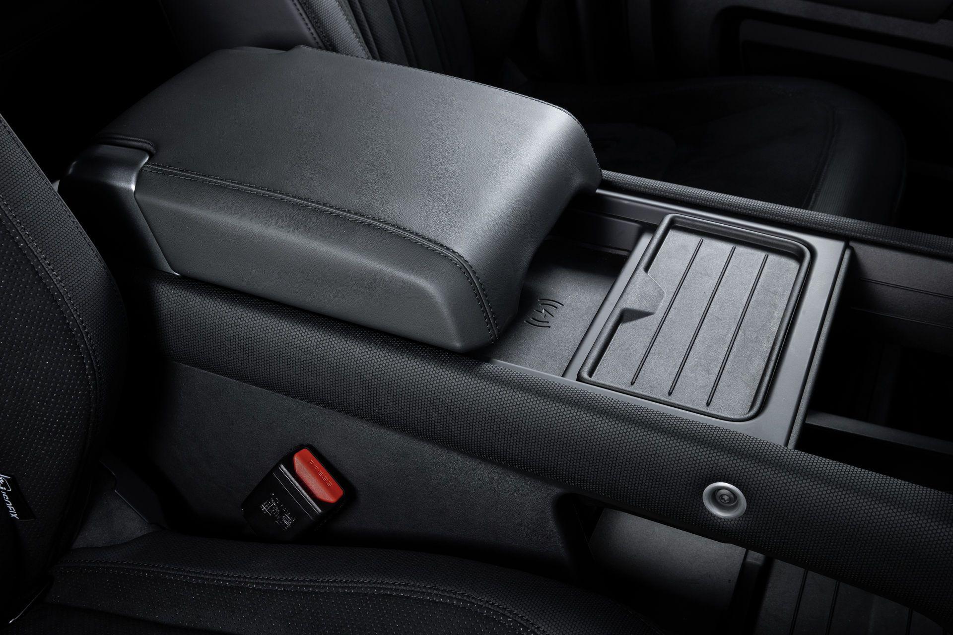 Land-Rover-Defender-V8-79