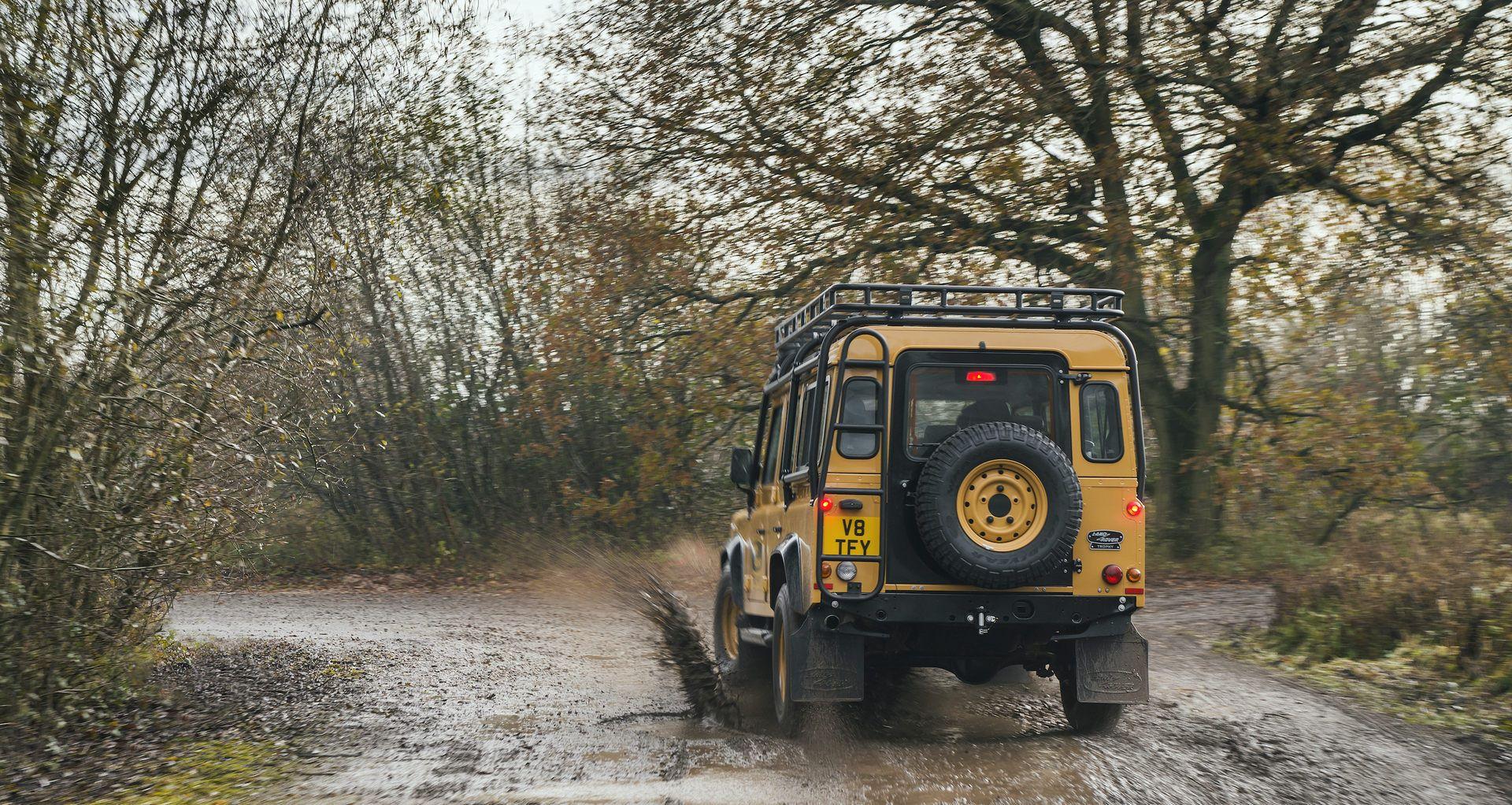 Land-Rover-Defender-Works-V8-Trophy-14