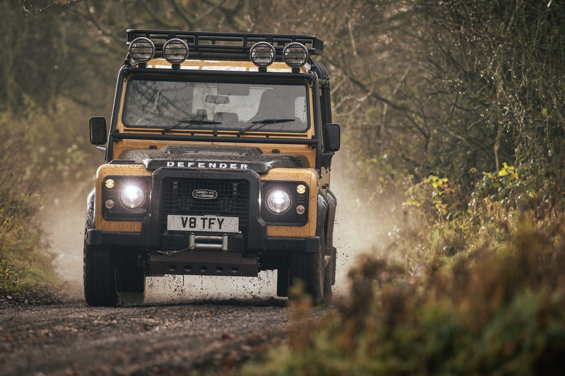 Land-Rover-Defender-Works-V8-Trophy-15