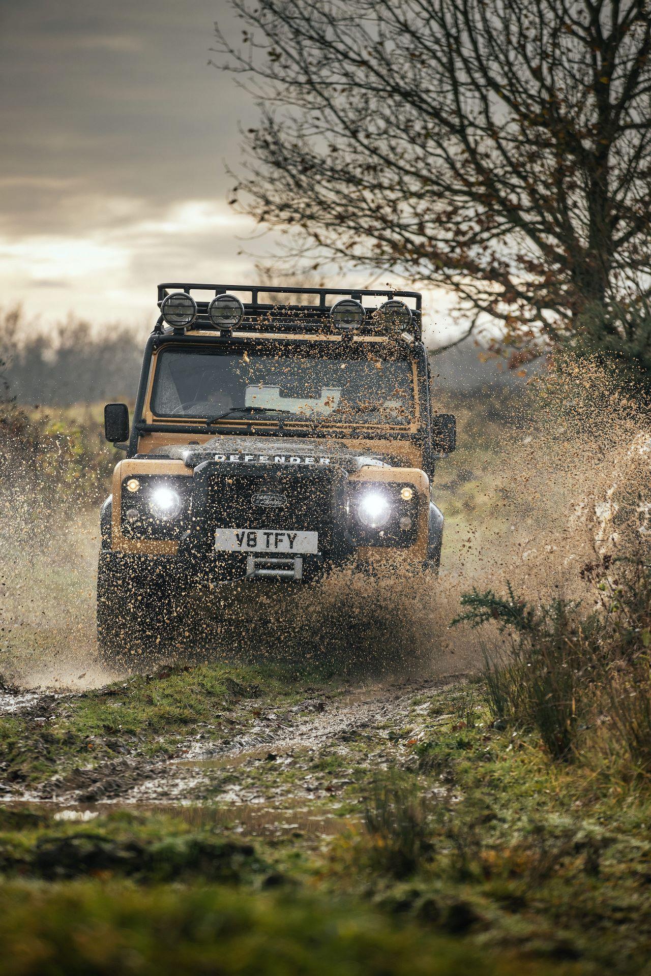 Land-Rover-Defender-Works-V8-Trophy-17