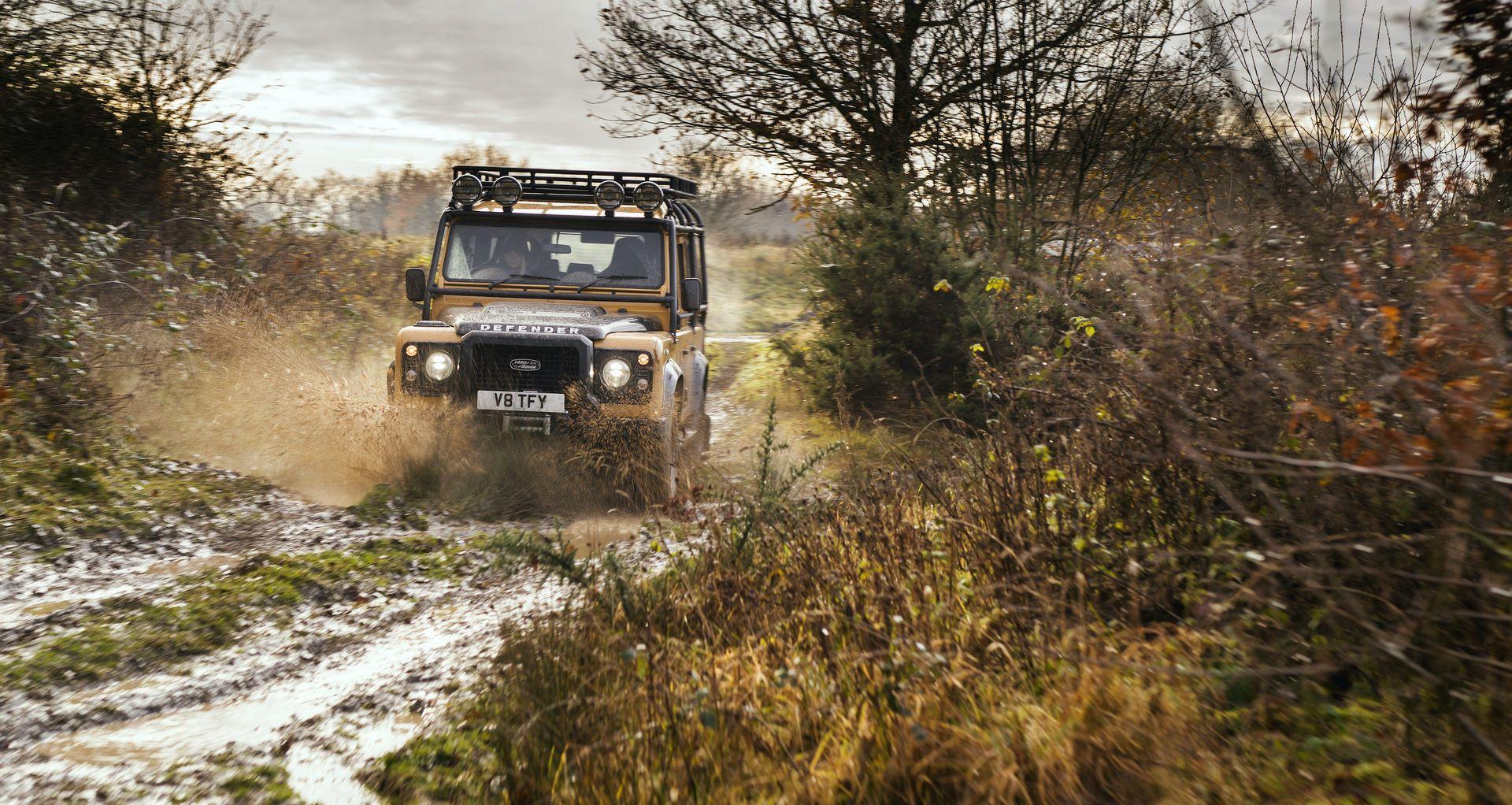 Land-Rover-Defender-Works-V8-Trophy-18