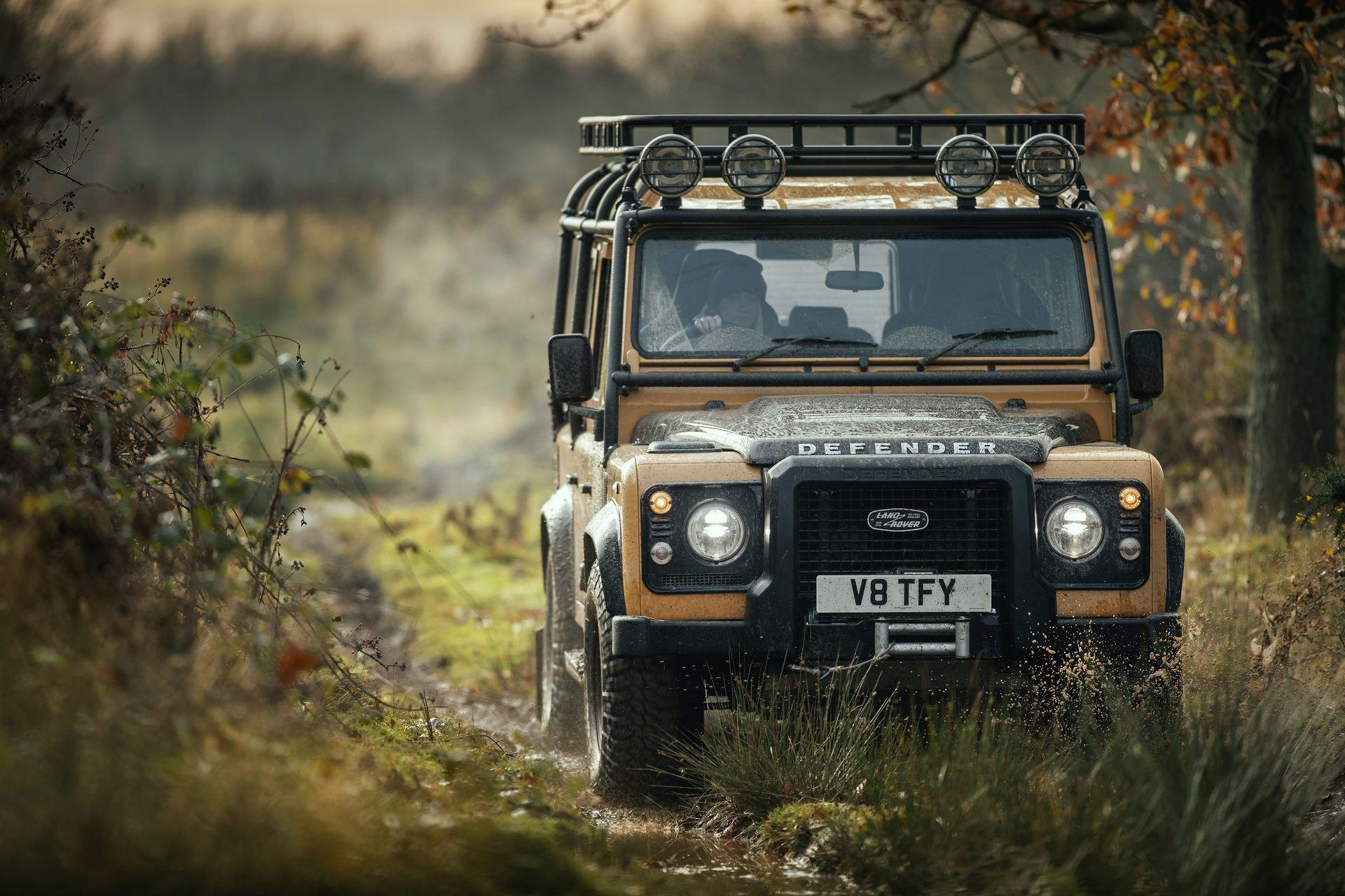 Land-Rover-Defender-Works-V8-Trophy-19