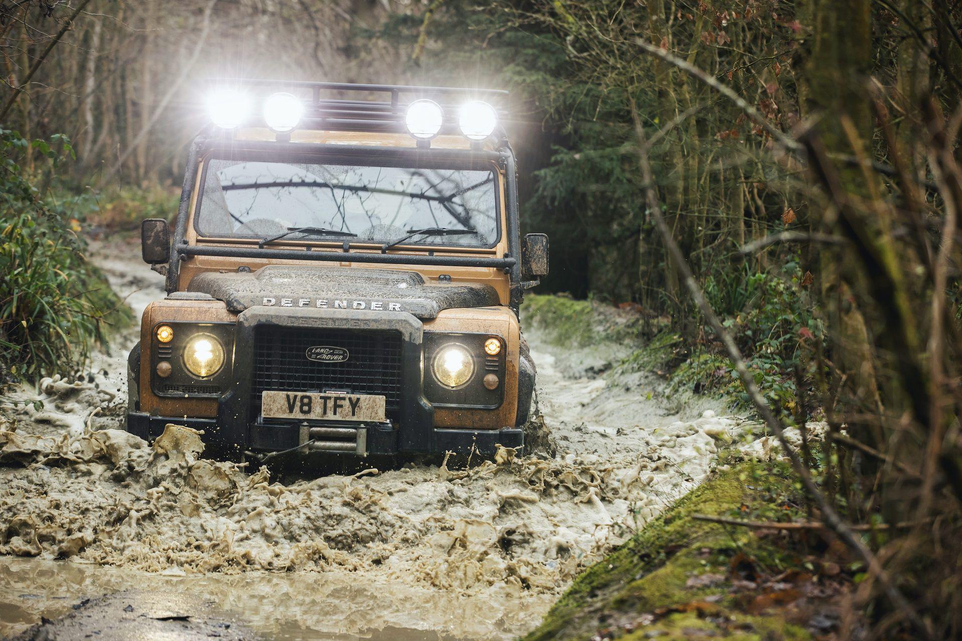 Land-Rover-Defender-Works-V8-Trophy-22