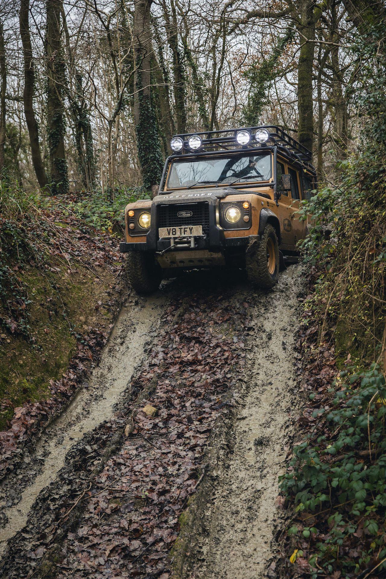 Land-Rover-Defender-Works-V8-Trophy-23