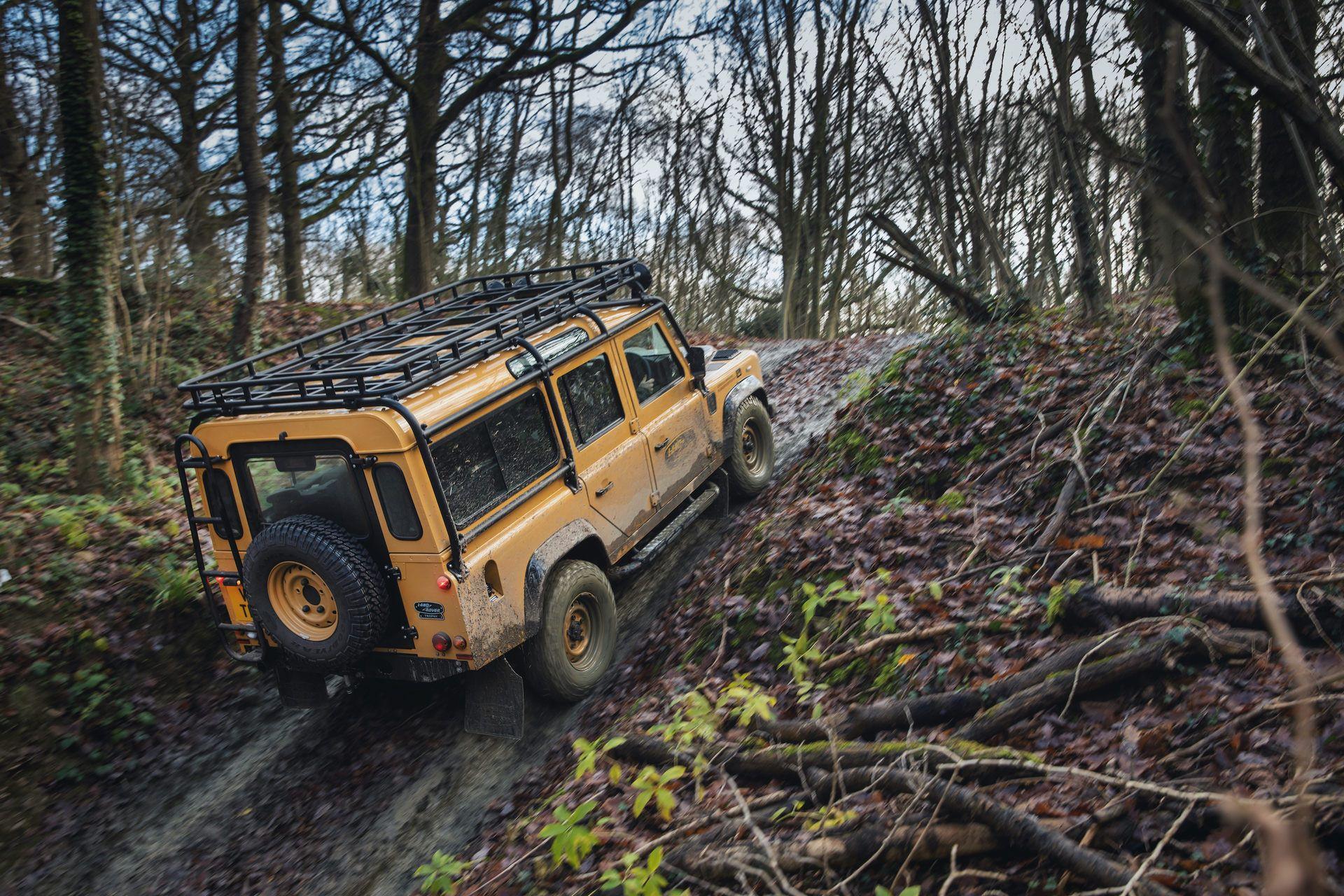 Land-Rover-Defender-Works-V8-Trophy-24