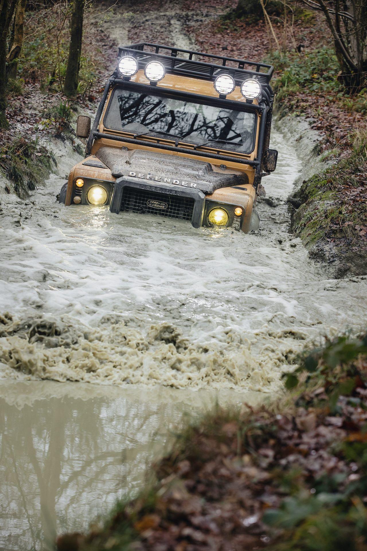 Land-Rover-Defender-Works-V8-Trophy-26