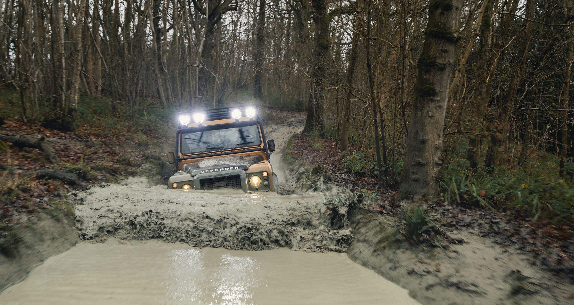 Land-Rover-Defender-Works-V8-Trophy-27