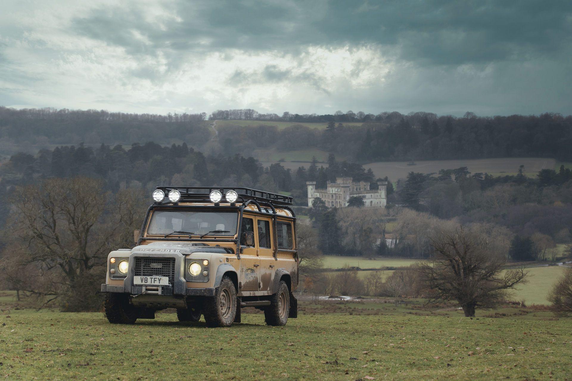 Land-Rover-Defender-Works-V8-Trophy-28