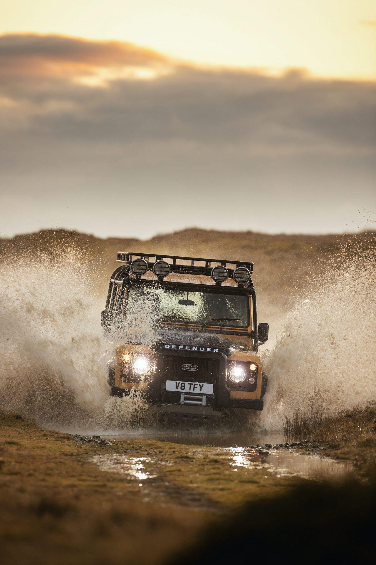 Land-Rover-Defender-Works-V8-Trophy-3