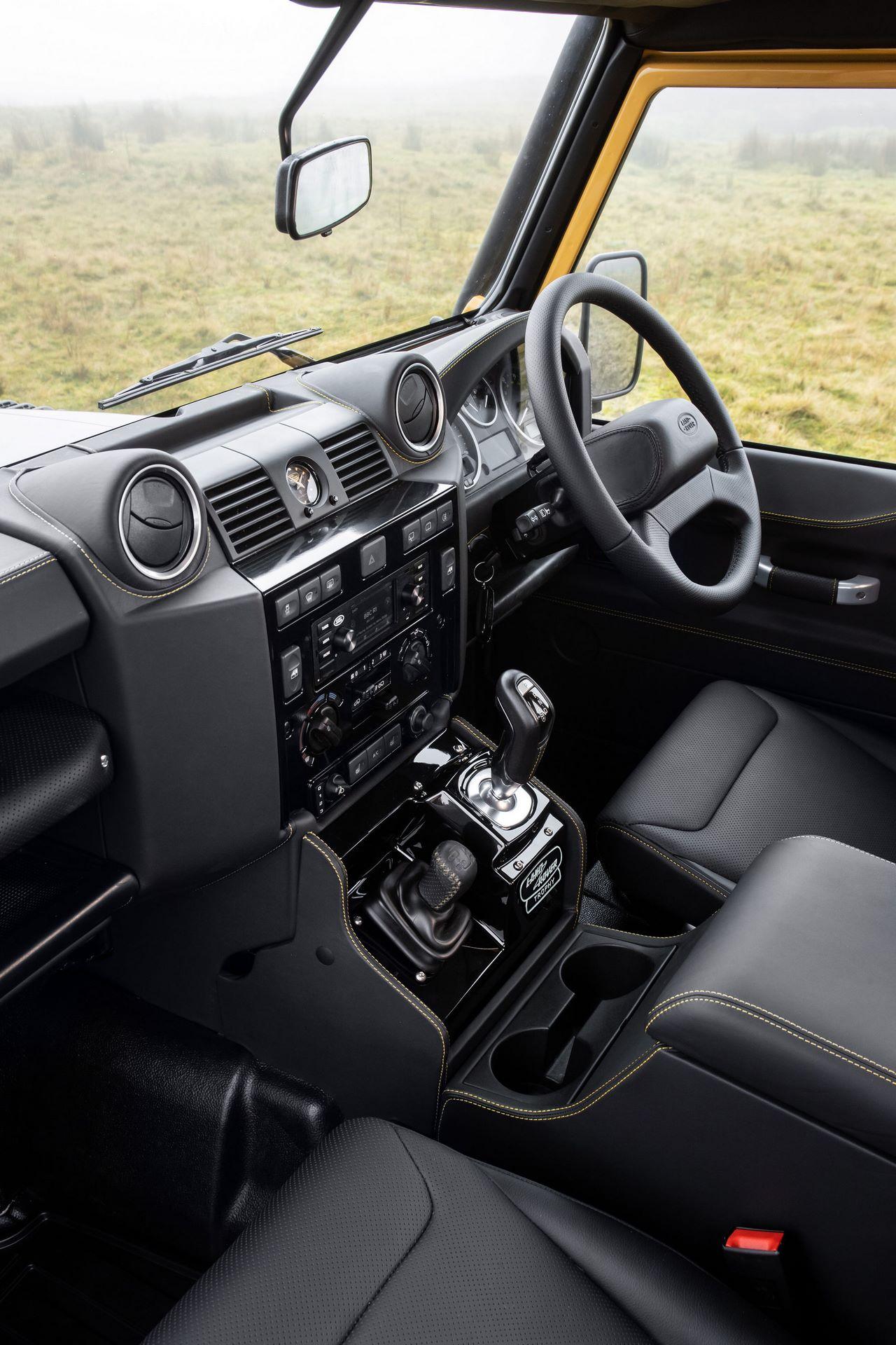 Land-Rover-Defender-Works-V8-Trophy-35