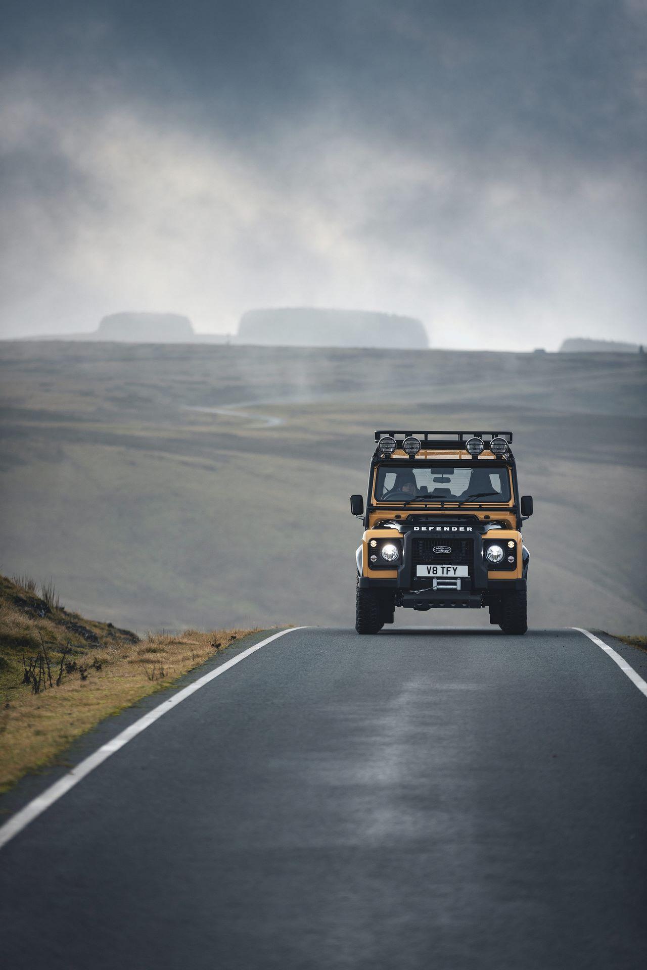 Land-Rover-Defender-Works-V8-Trophy-4