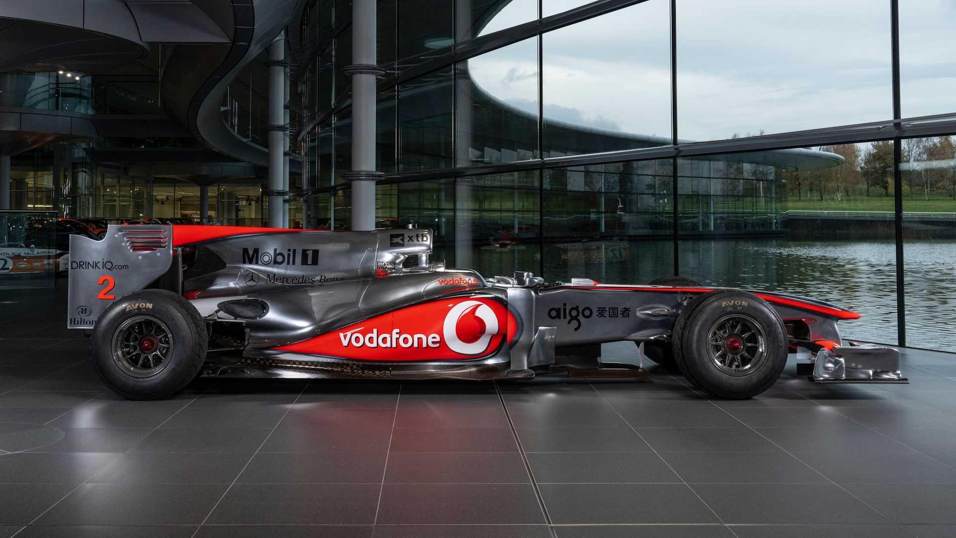 Lewis-Hamilton-McLaren-MP4-25A-auction-2