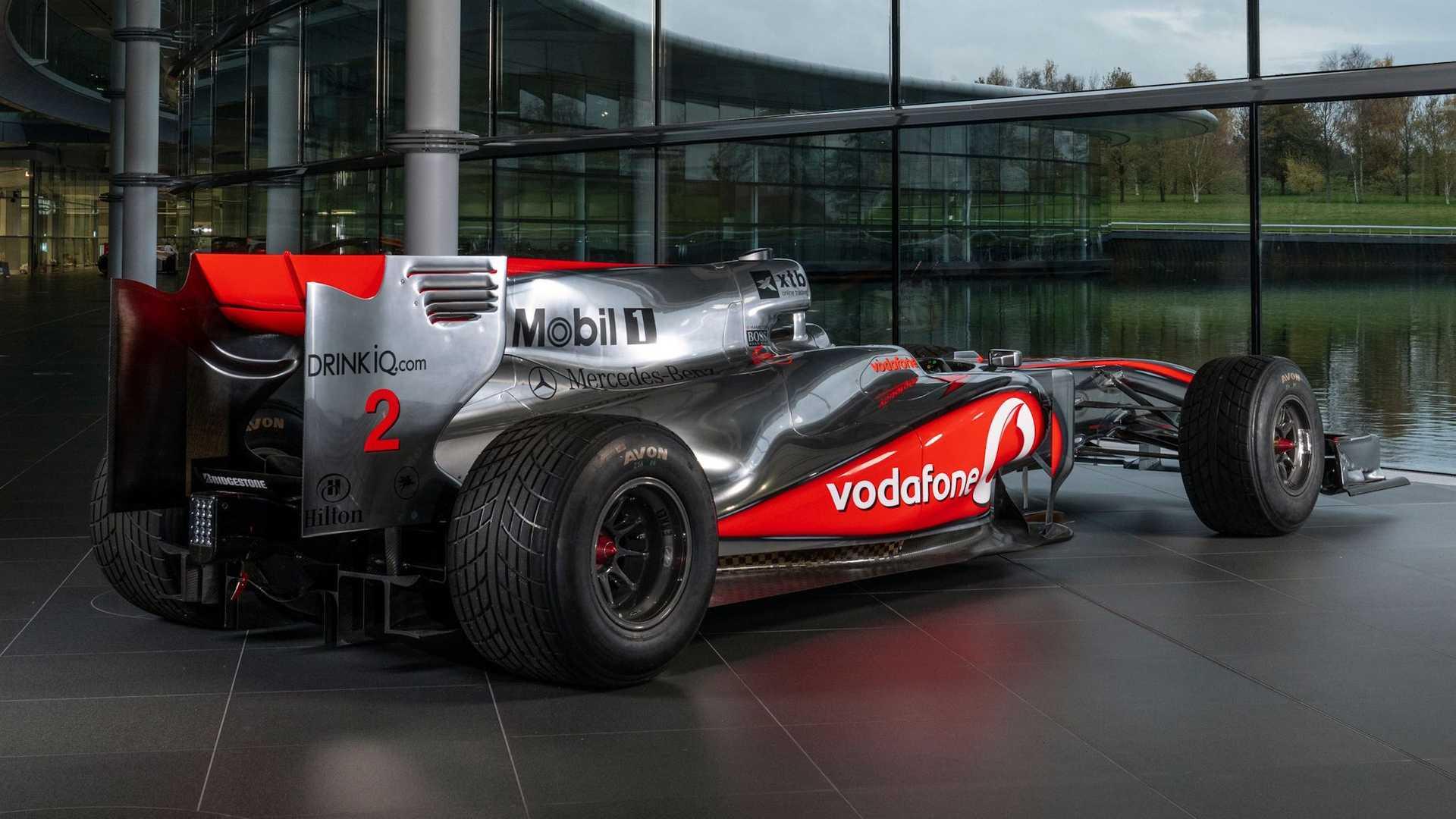 Lewis-Hamilton-McLaren-MP4-25A-auction-4