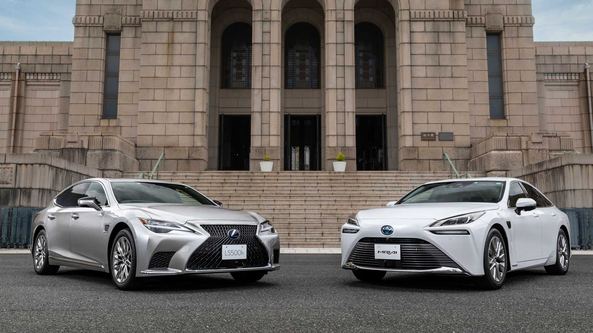 Lexus-LS-And-Toyota-Mirai-Advanced-Drive-1