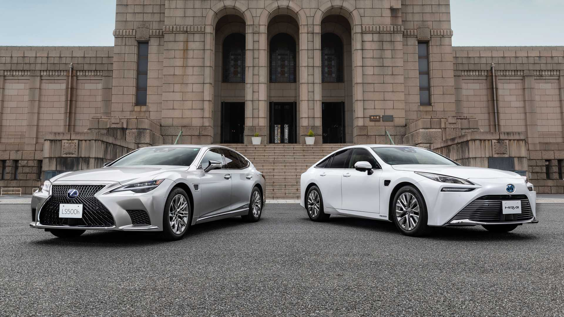 Lexus-LS-And-Toyota-Mirai-Advanced-Drive-2