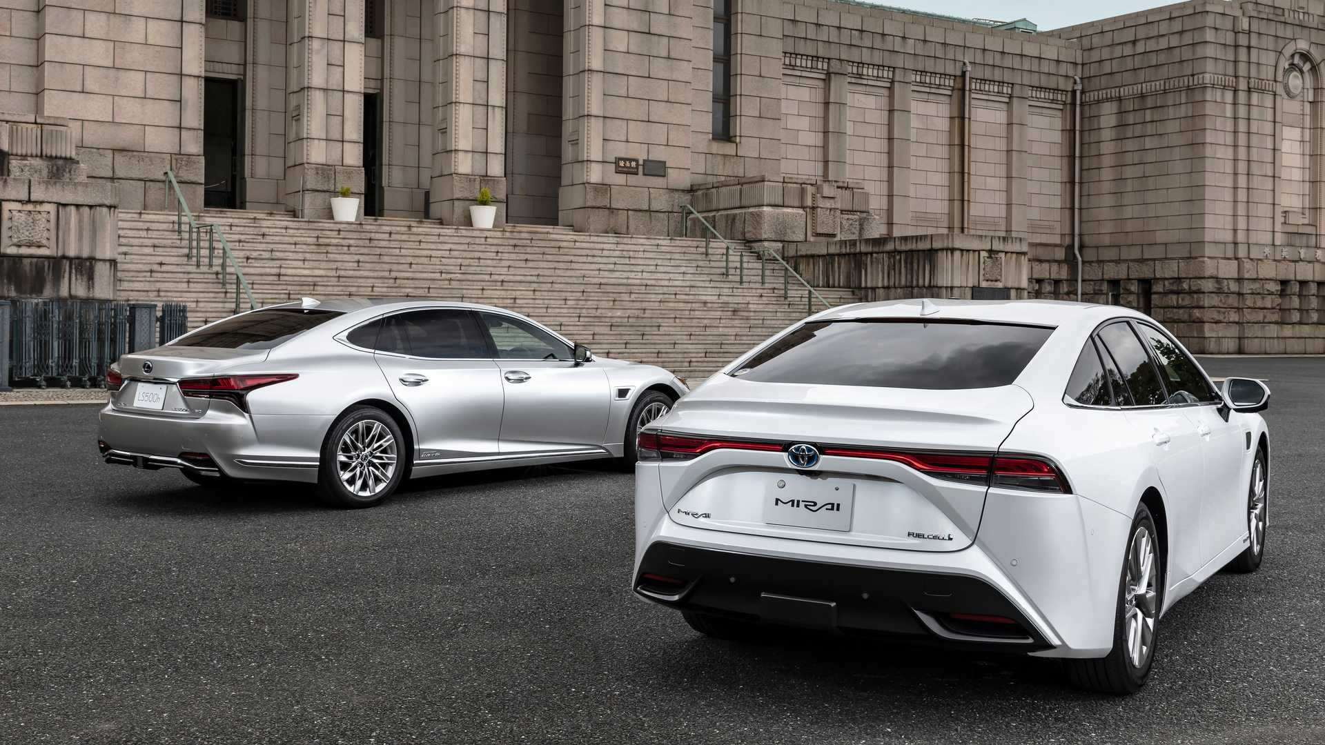 Lexus-LS-And-Toyota-Mirai-Advanced-Drive-4