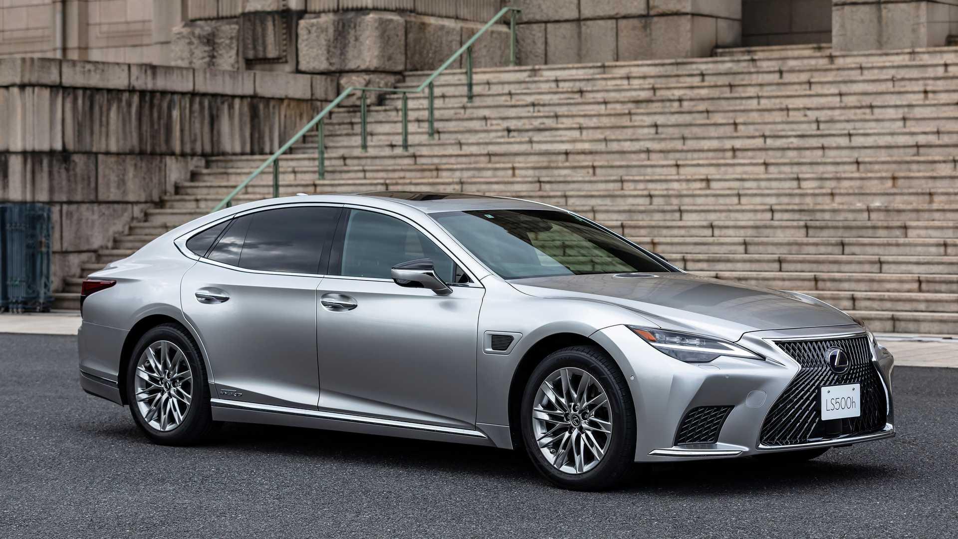 Lexus-LS-And-Toyota-Mirai-Advanced-Drive-6