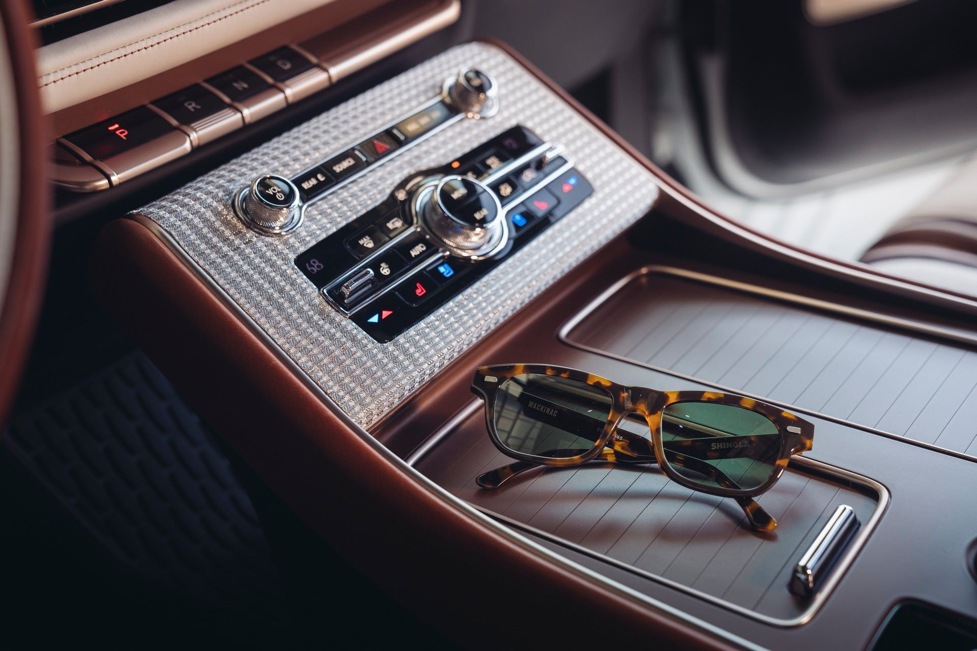 Lincoln-Aviator-Shinola-Concept-13