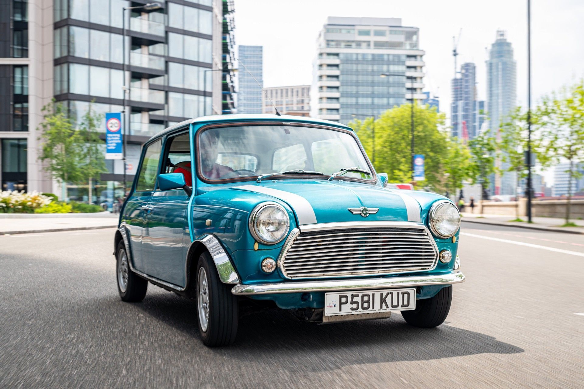 1.LondonElectricCarsaffordableelectric-poweredclassicMiniconversionontheroad