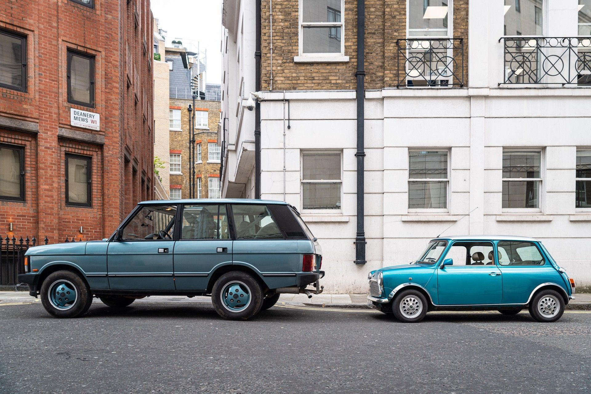 10.LondonElectricCarsaffordableelectric-poweredclassicMiniconversionstaticwithRangeRoverClassic
