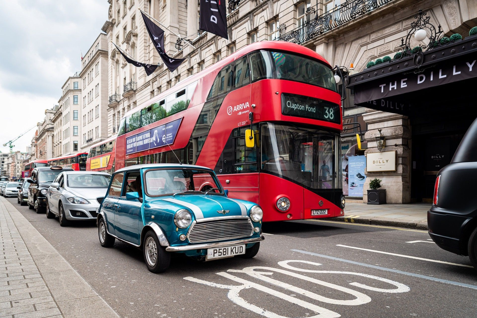 13.LondonElectricCarsaffordableelectric-poweredclassicMiniconversionwithLondonBus