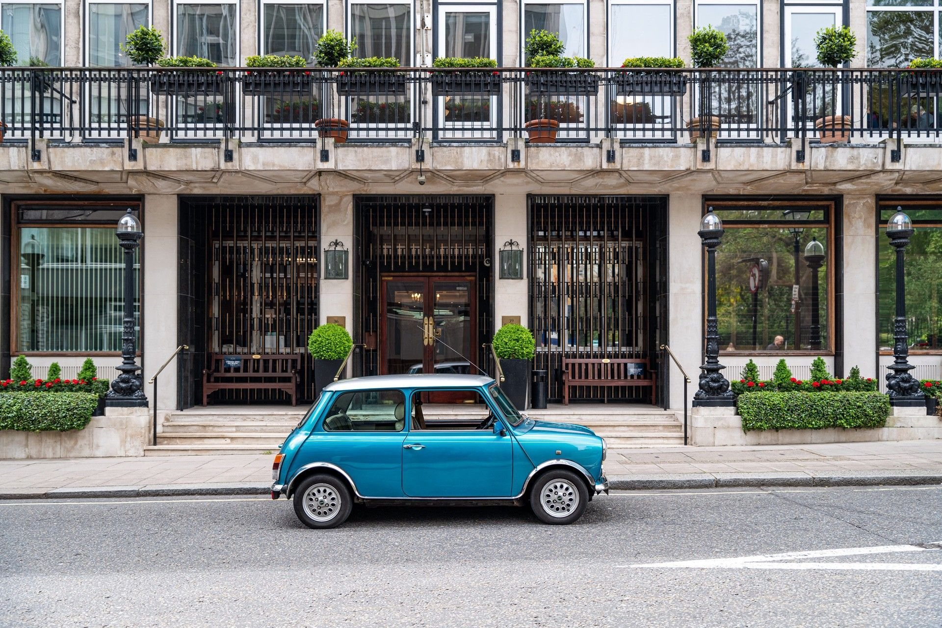 14.LondonElectricCarsaffordableelectric-poweredclassicMiniconversionstatic