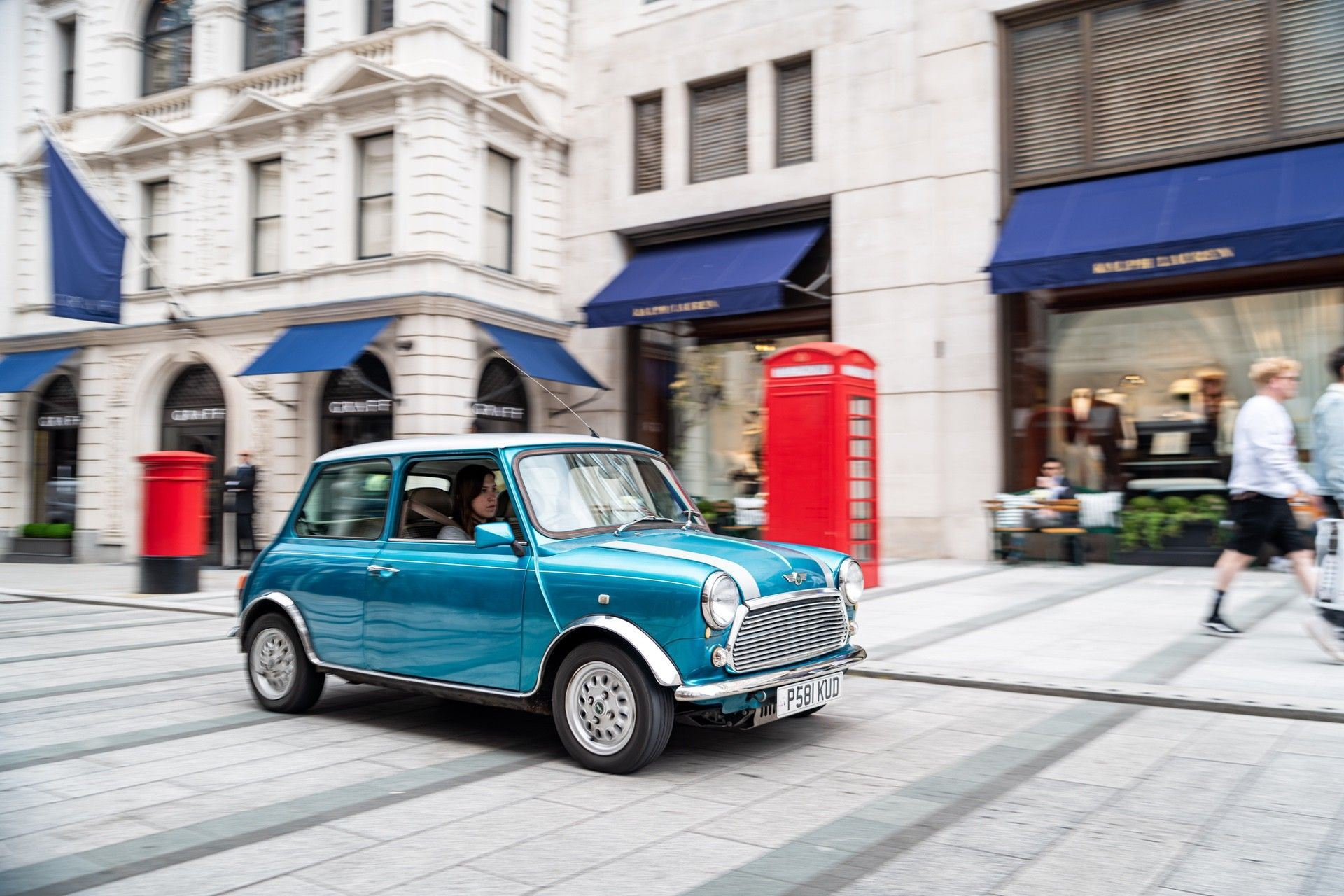 2.LondonElectricCarsaffordableelectric-poweredclassicMiniconversiondriving