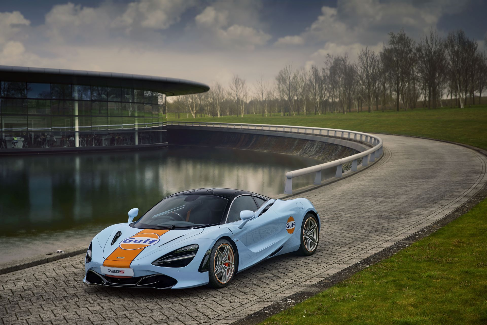 McLaren-720S-with-Gulf-livery-6