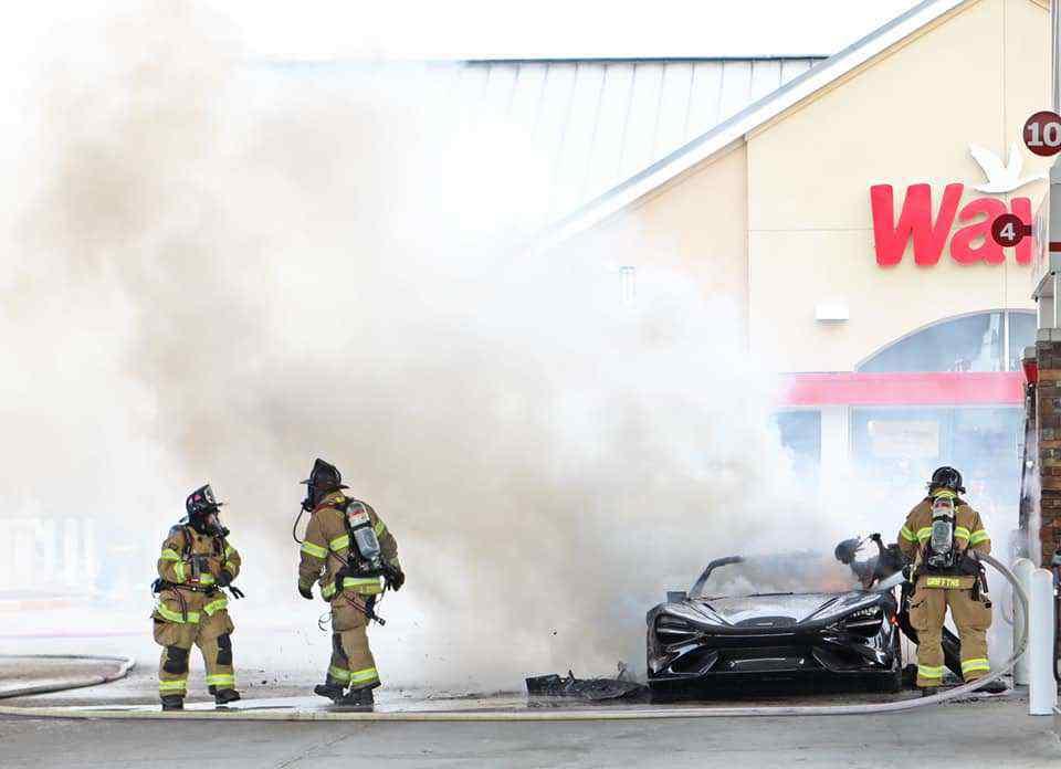McLaren_765LT_fire-0000