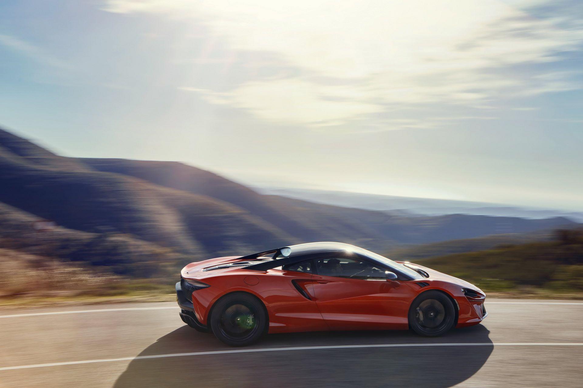 McLaren-Artura-26