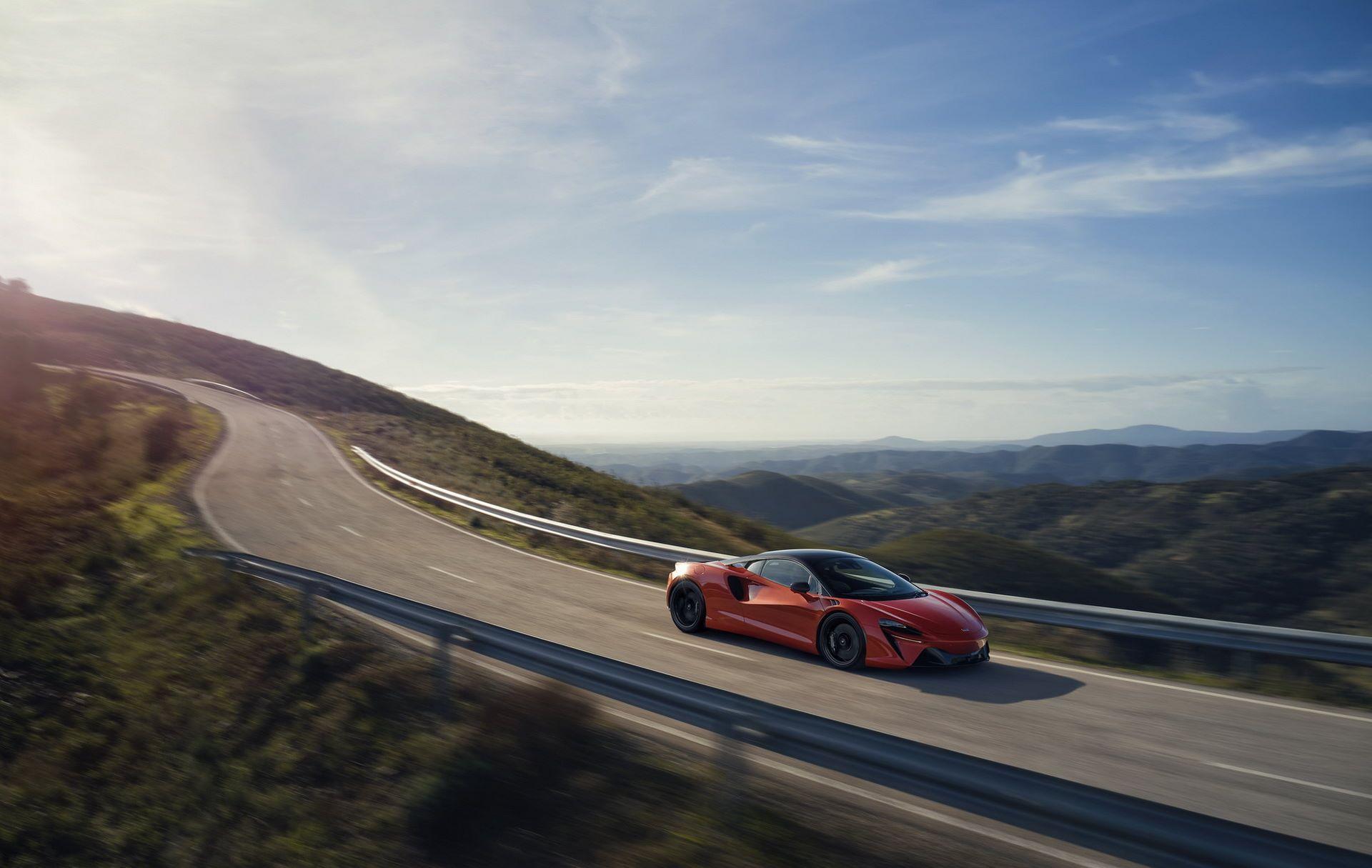 McLaren-Artura-32
